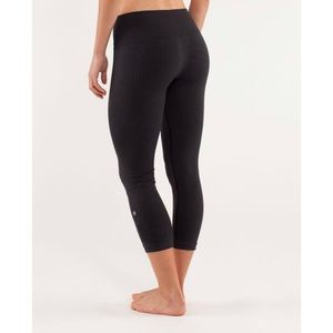 LULULEMON Women's Black Ebb And Flow Crop Legging